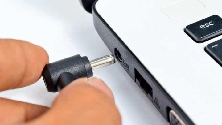 laptop działa tylko na baterii