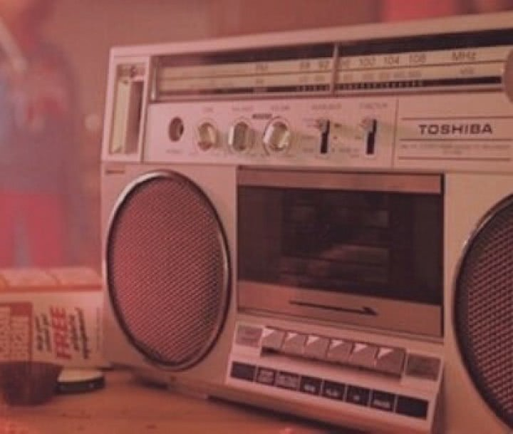 Radiomagnetofon wciąga taśmę