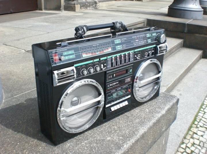 Radiomagnetofon trzeszczy